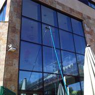 limpieza de fachadas acristaladas y escaparates