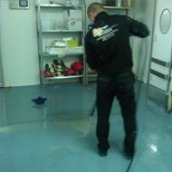 personal de limpieza de suelos