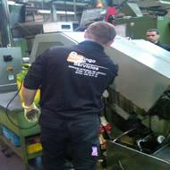 limpieza de maquinaria industrial