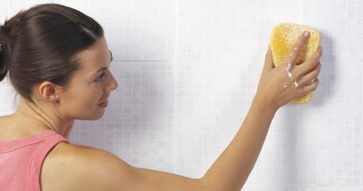 limpiar la cal del baño