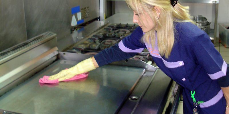 Cómo limpiar una cocina industrial?