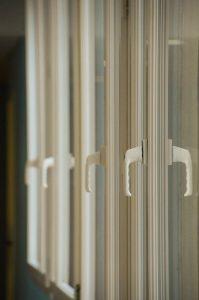 ventana_pvc_limpieza_puerta
